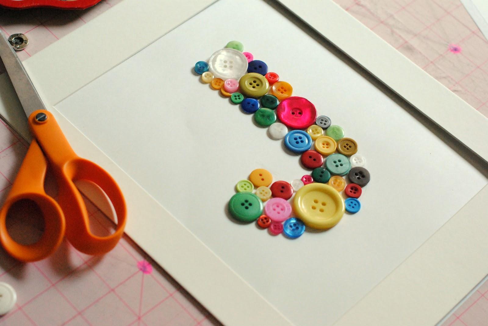C mo hacer obras de arte con botones reciclados pollito - Como hacer cuadros con botones ...