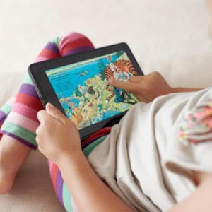 cómo la luz de los dispositivos puede afectar el sueño del niño.