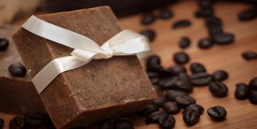 jabón casero con café molido