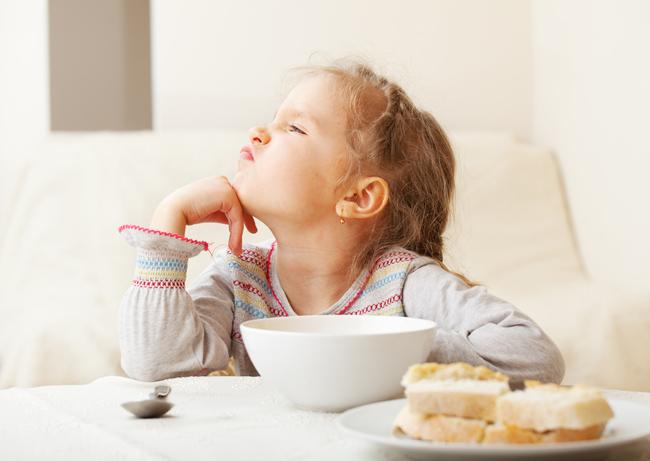 obligar al niño a comer
